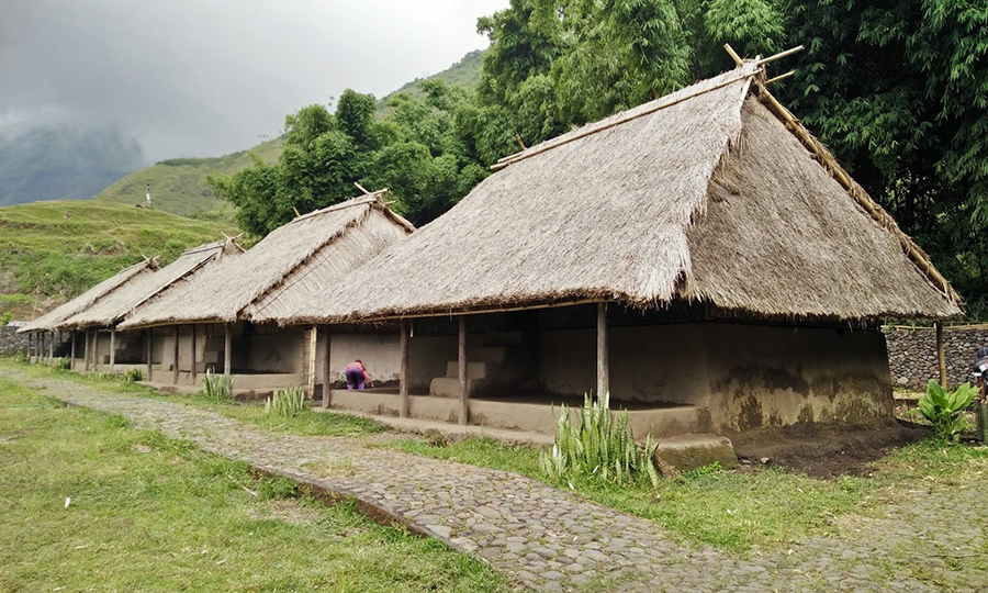 traditional-house-of-blek-village